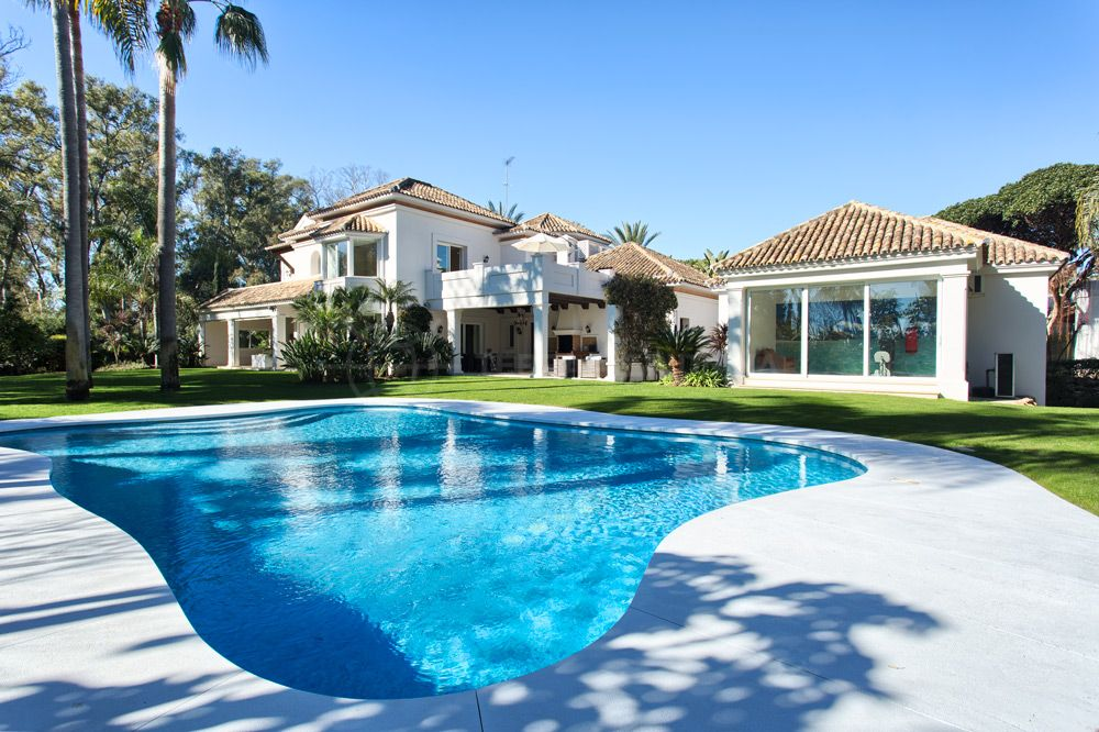 San Pedro de Alcantara, Unique 2nd line beach luxury villa for sale in Guadalmina Baja, San Pedro de Alcantara