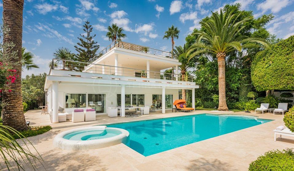 Nueva Andalucia, Spectacular luxury contemporary villa for sale in Parcelas del Golf, Nueva Andalucia, Marbella