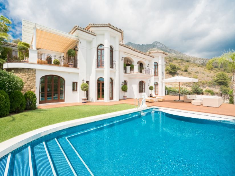 Marbella Golden Mile, Stately and elegant villa with panoramic views for sale in Sierra Blanca, Marbella Golden Mile