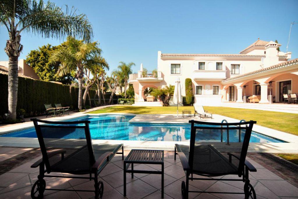 Nueva Andalucia, Sensational villa in an unbeatable location in Las Brisas, Nueva Andalucia, Marbella