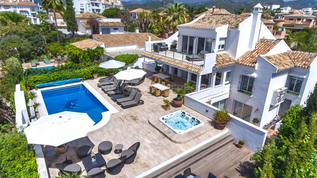 A stunning refurbished family villa in Las Chapas Playa, Marbella East