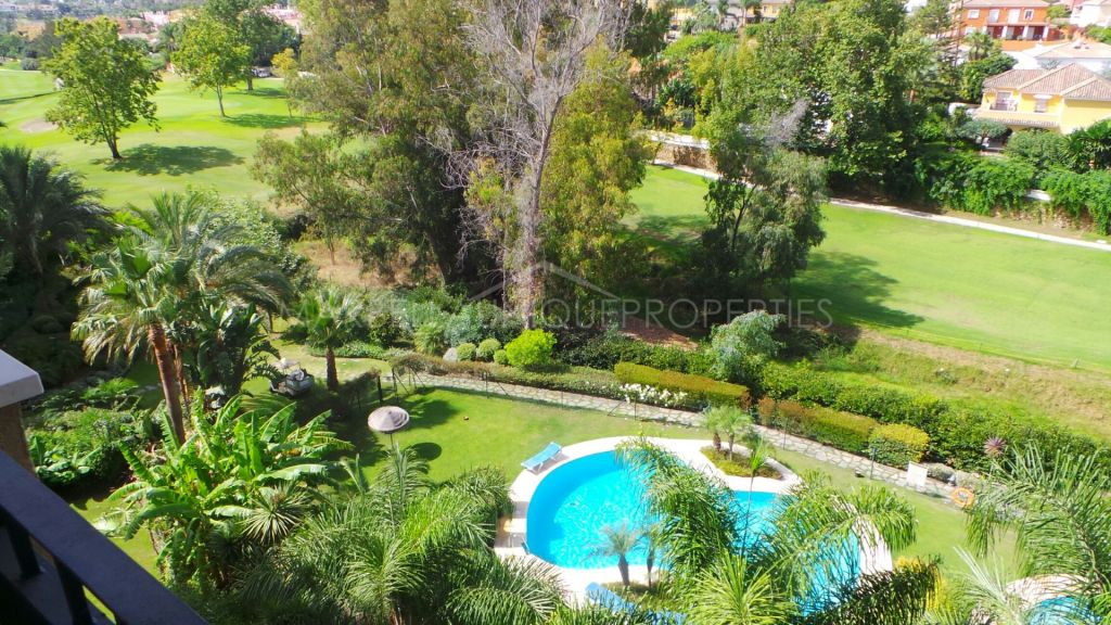 A stunning frontline golf 3 bedroom duplex penthouse in Guadalmina Alta