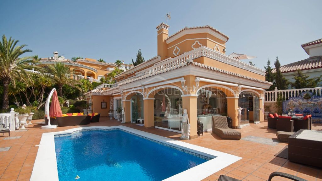 Top quality villa in a gated community close to the beach in Mijas Costa