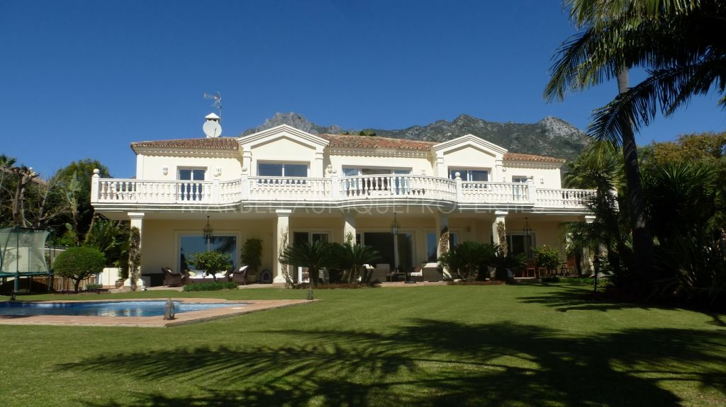 A fabulous 6 bedroom family home in Sierra Blanca