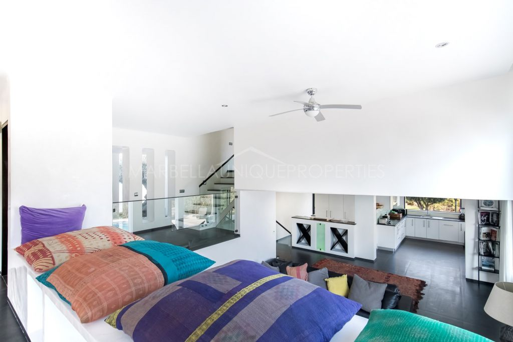 Spectacular contemporary villa for sale and rent in Las Brisas