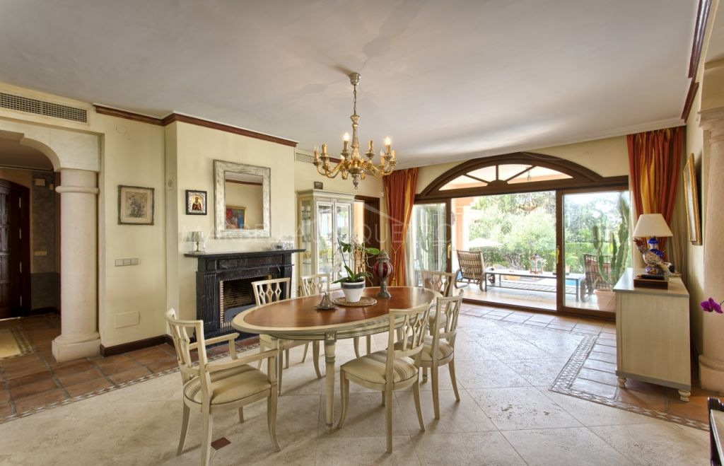 A beautiful traditional style 5 bedroom villa in Nueva Andalucia