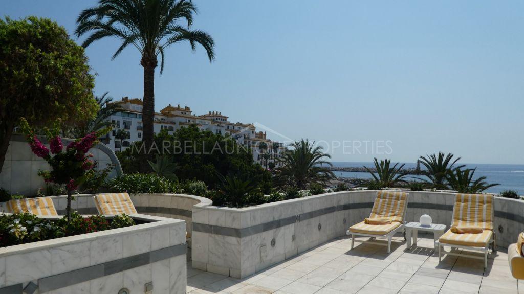 Luxurious frontline beach property in Gray D'Albion in Puerto Banus