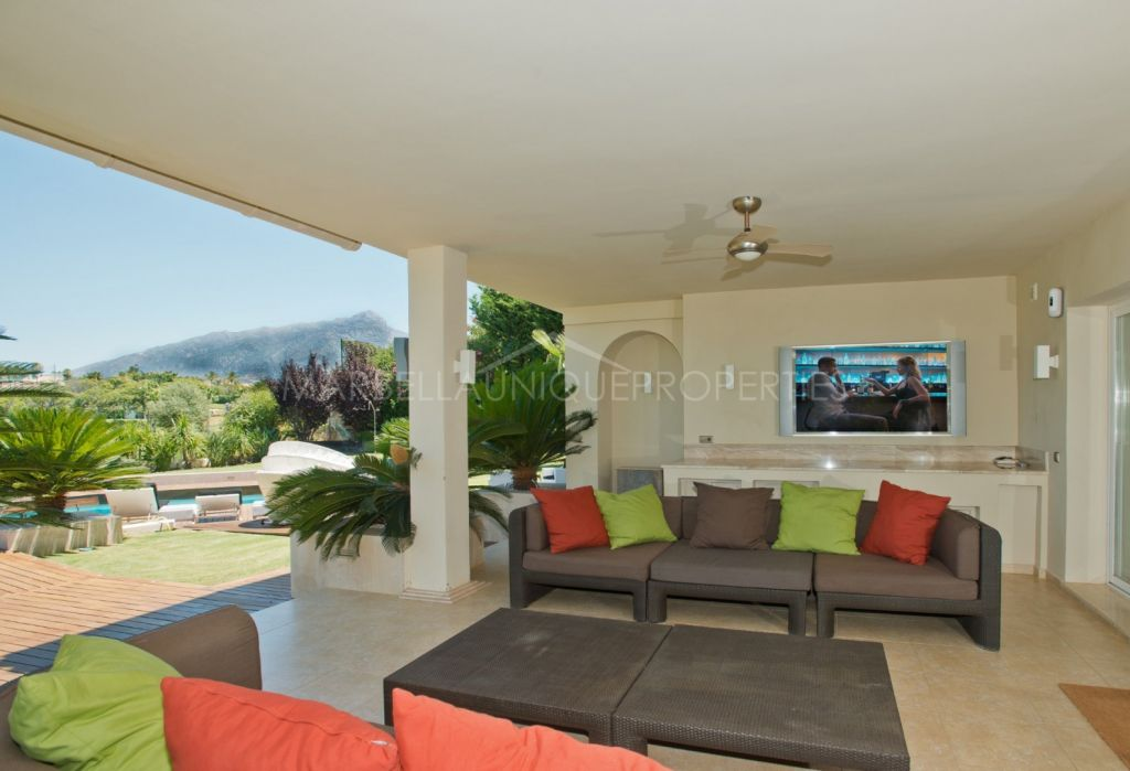 Spectacular 5 bedroom frontline golf villa in Los Naranjos Golf