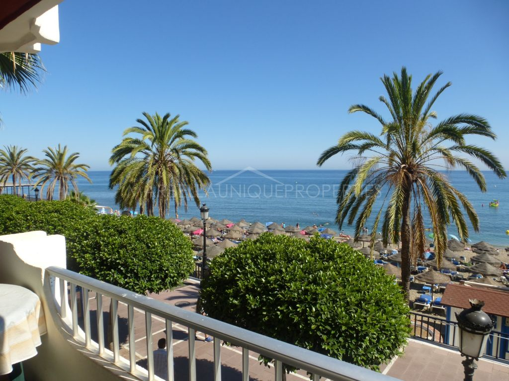 Traditional style frontline beach apartment in Marbella town