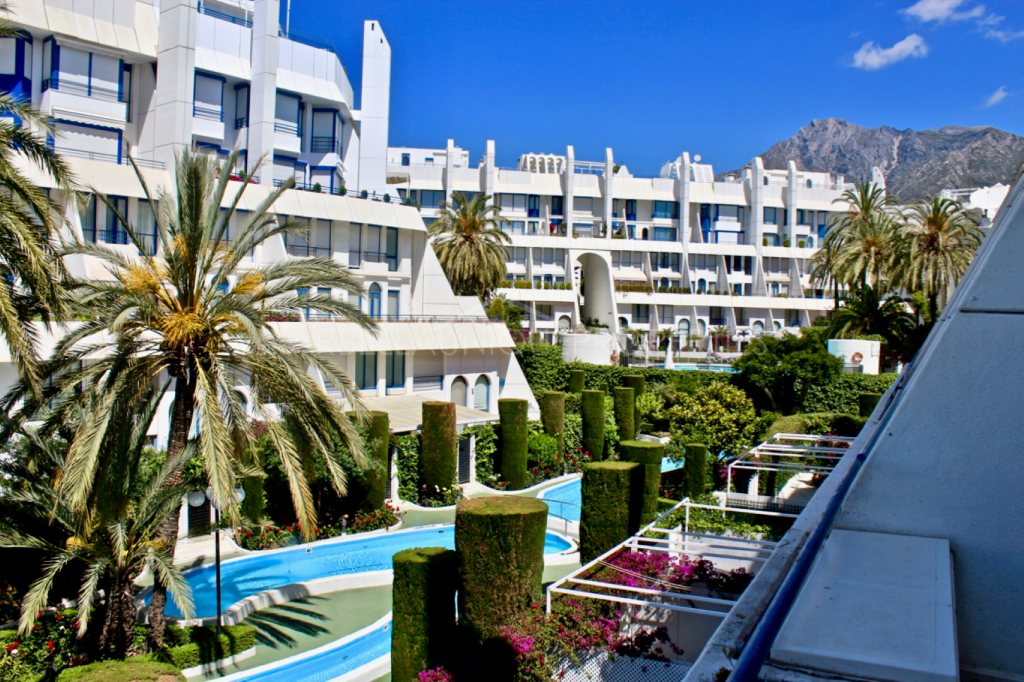 Central apartment for rent 2nd line beach in Marbella