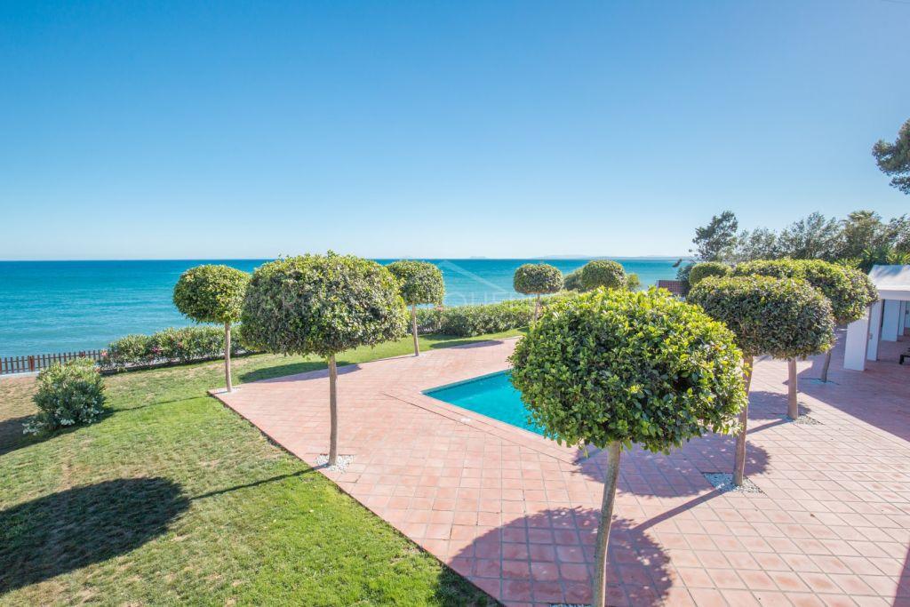 An exquisite frontline beach villa in Benamara, The New Golden Mile