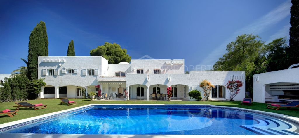 Spectacular large private family home in Atalaya de Rio Verde, Puerto Banus