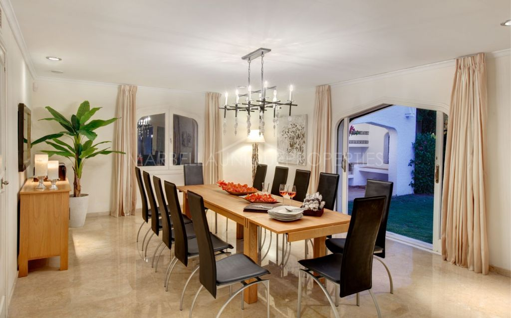 Spectacular large private family home in Atalaya de Rio Verde, Puerto Banus