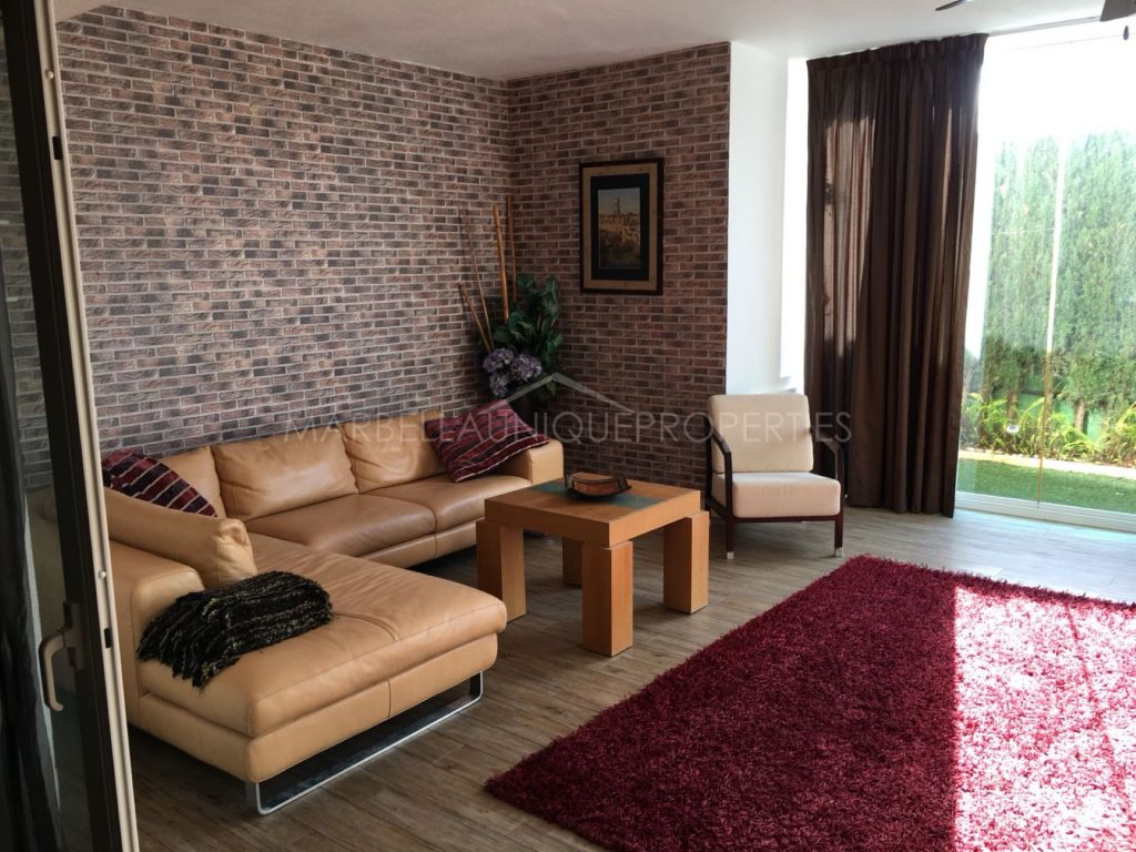 A stunning 4 bedroom apartment in Lomas de Sierra Blanca