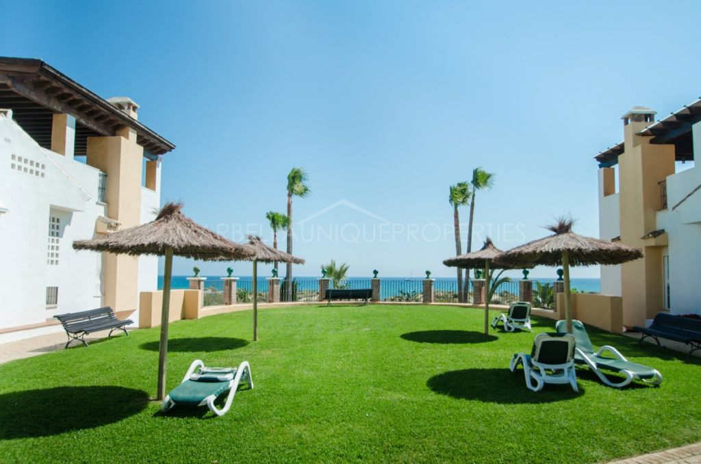 Bright ground floor apartment beachfront in Marbella East