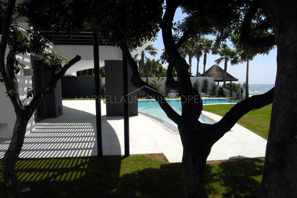 A stunning frontline villa for sale in Los Monteros Playa