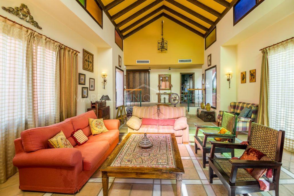 Beautiful rustic 5 bedroom villa in Hacienda Las Chapas