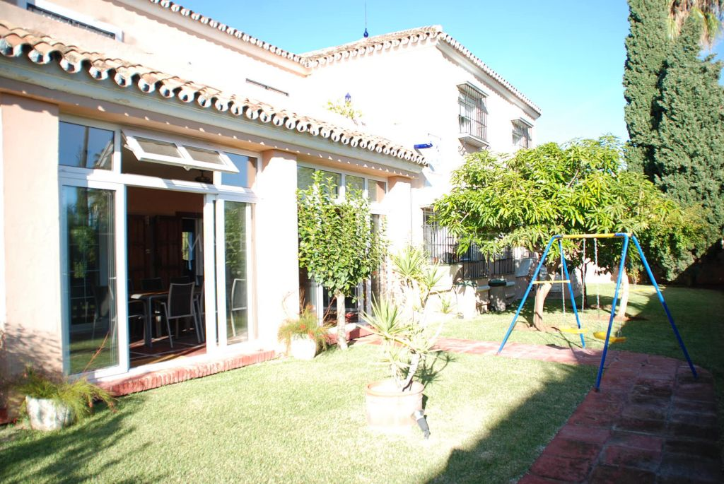 Beautiful villa for sale close to the Piruli in Marbella town