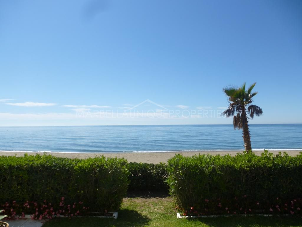 Impressive home with direct access to the beach in Marbella Golden Mile