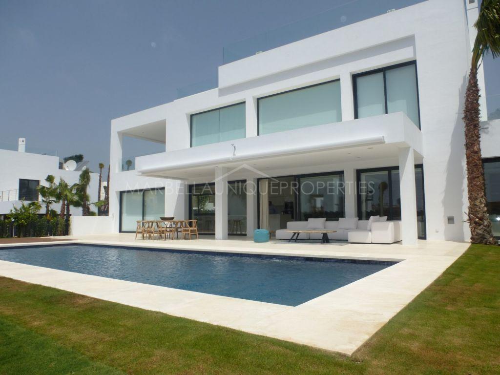 Spectacular top quality villa in Altos de Puente Romano