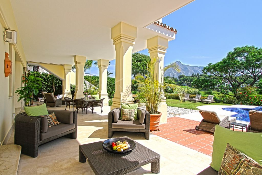 Spectacular frontline golf villa in Aloha, Nueva Andalucia