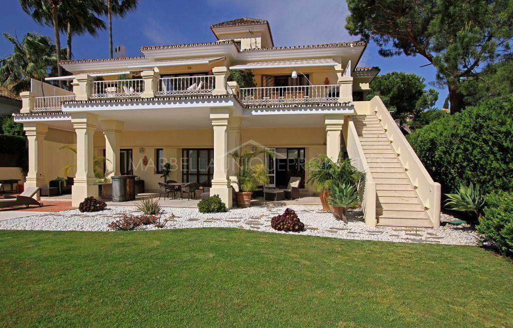 Espectacular villa en primera linea de golf en Aloha, Nueva Andalucía
