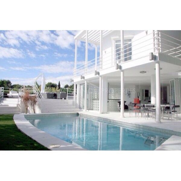 Fantastic modern 4 bedroom villa located in Puerto Banus
