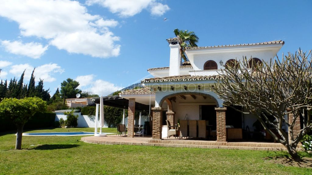 A lovely traditional family villa in Rocio de Nagueles