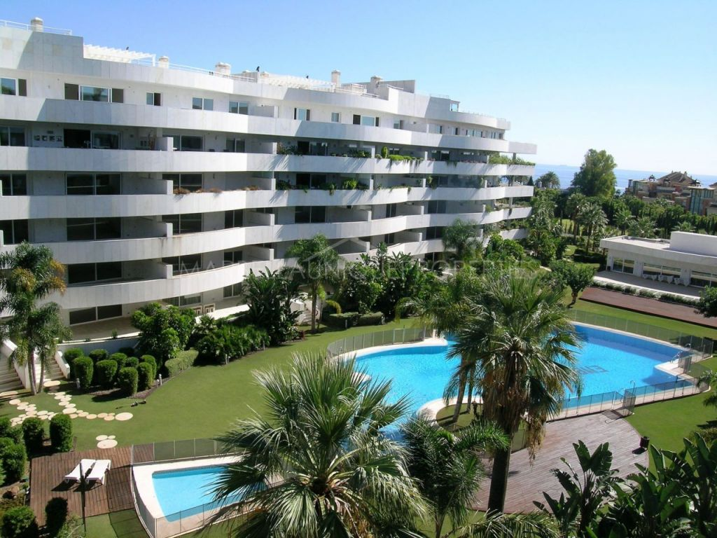 LUXURY APARTMENT NEAR THE BEACH AND PUERTO BANUS