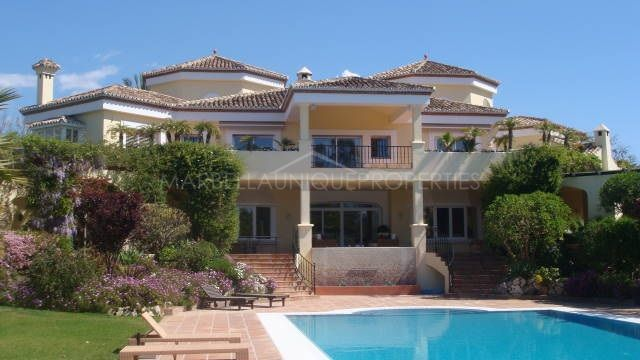 A HOUSE TO ENJOY THE BEAUTIFUL WEATHER OF THE COSTA DEL SOL