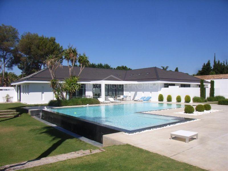 Moderna villa en Guadalmina Baja con todo tipo de comodidades