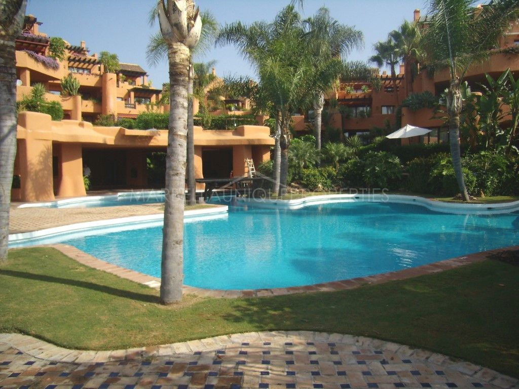 WARM AND SUNNY APARTMENT FACING PUERTO BANUS