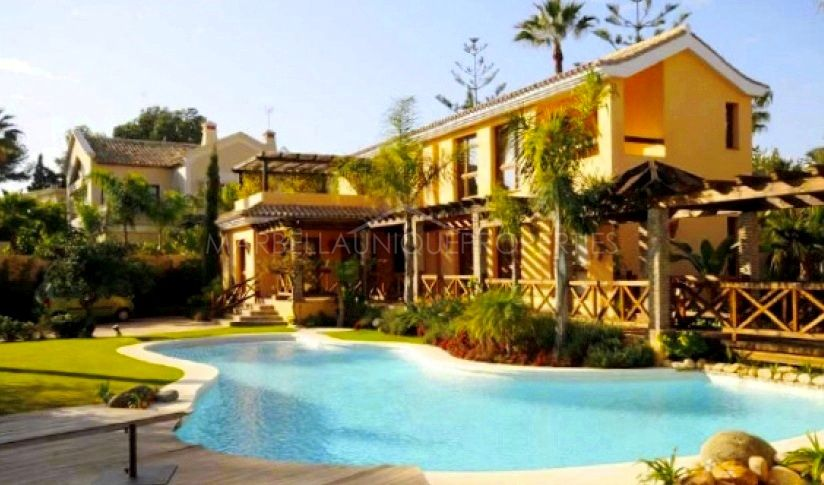 Magnificient estate including two independent villas on Marbella Golden Mile
