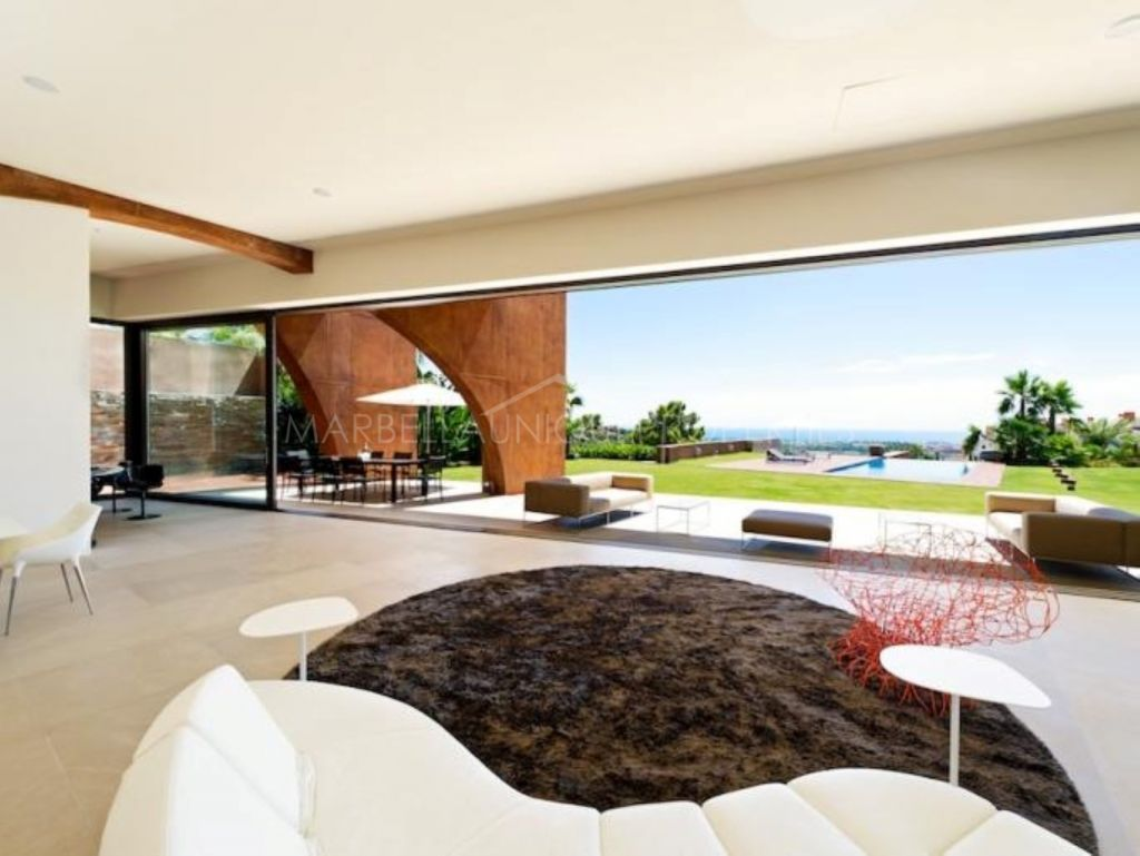 STYLISH AND MODERN VILLA ON THE HILLS OF MARBELLA