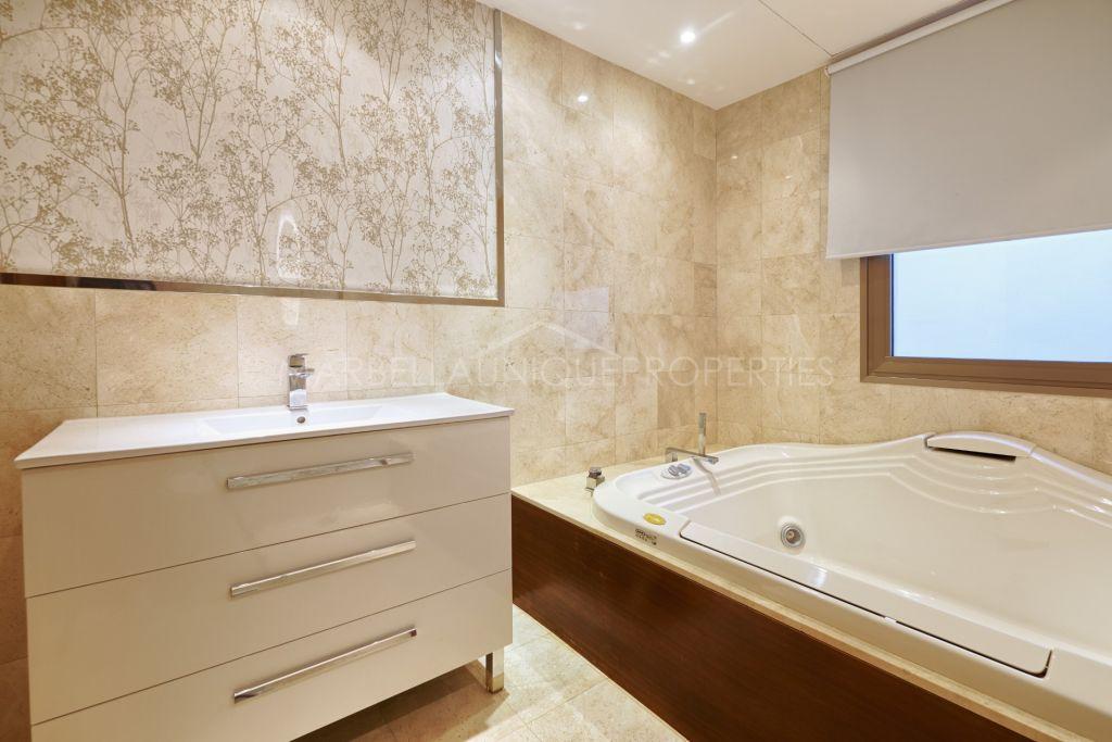 An exclusive 5 bedroom villa in Hacienda Las Chapas, Marbella East
