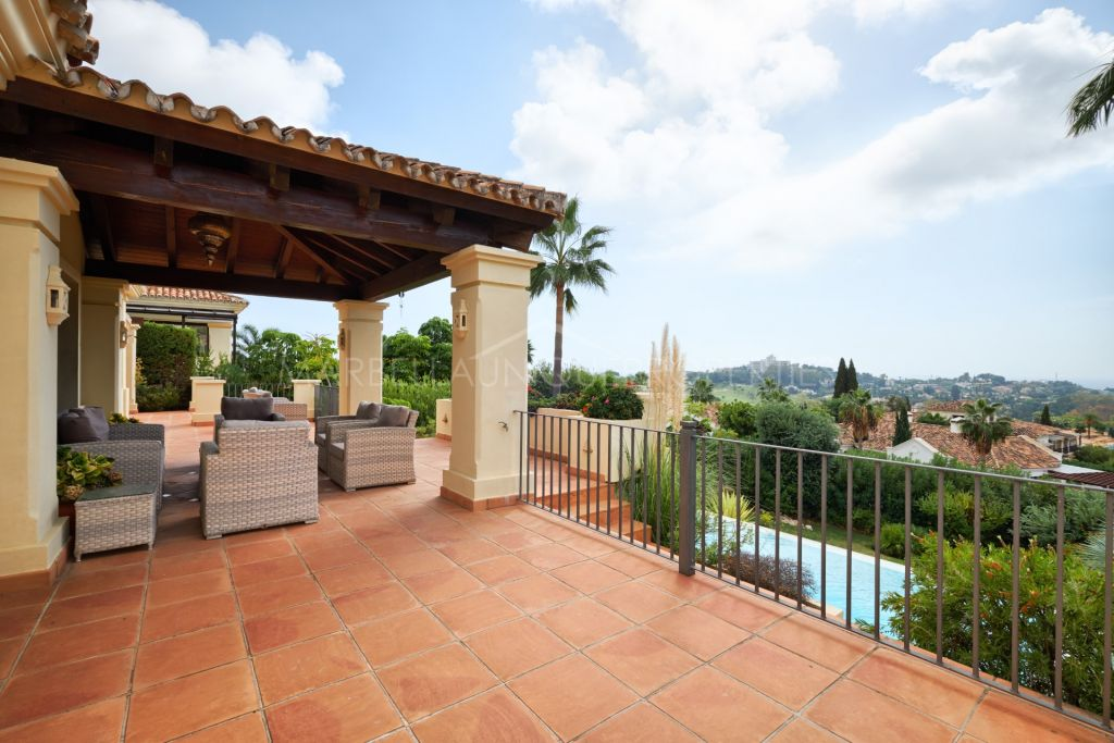 A stylish 4 bedroom villa in Mirador del Paraiso, Benahavis