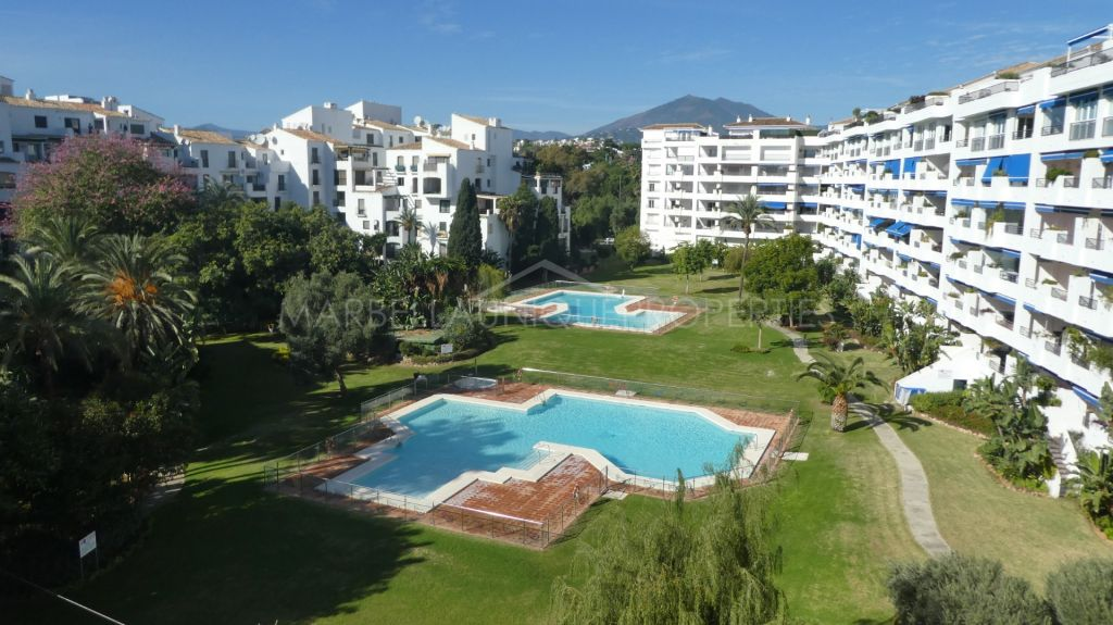 Wonderfully located 2 bedroom apartment in Terrazas de Banus, Puerto Banus