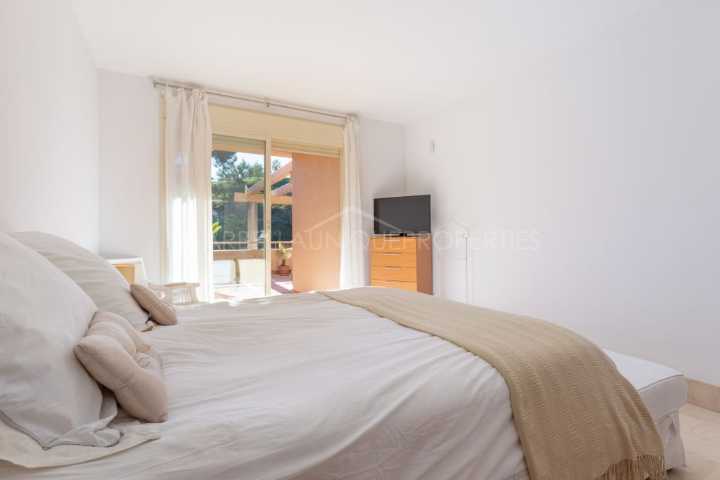 A charming 2 bedroom apartment in Golf Gardens, Rio Real, Marbella East