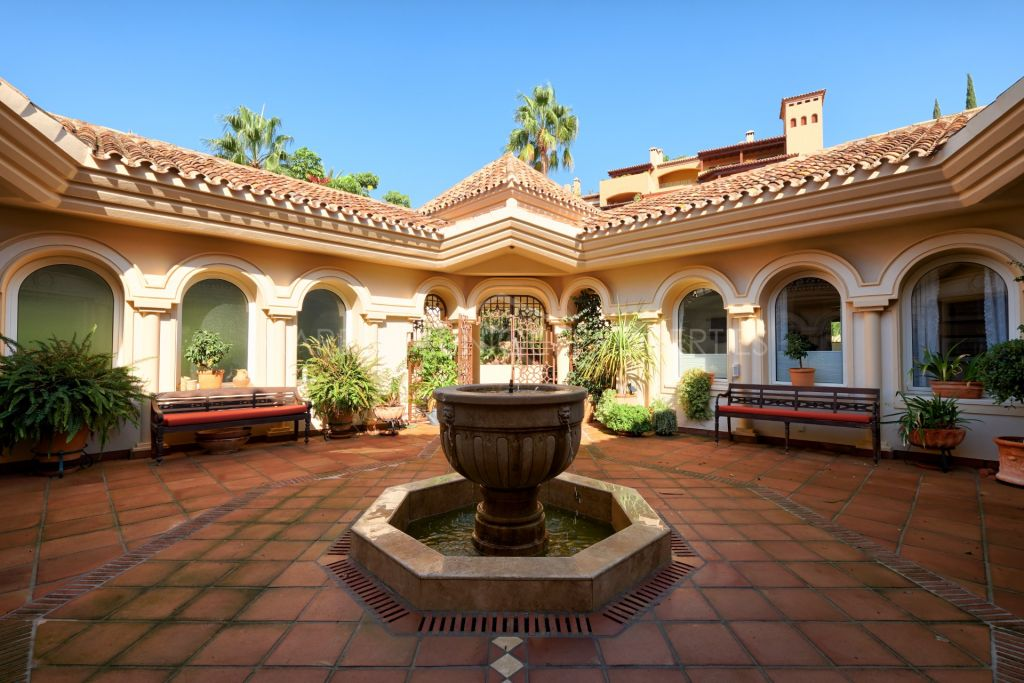 Magnificent classic style villa in La Cerquilla, Nueva Andalucía