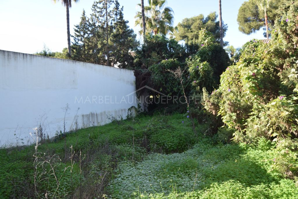 Great Individual Villa Plot in Nueva Andalucia