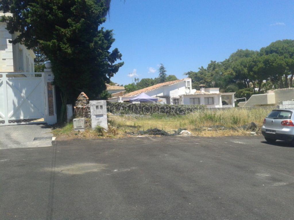 A fantastic private plot for a family villa in Nueva Andalucía