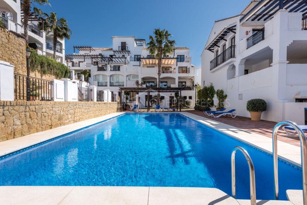 Maravilloso apartamento con increíble vista al mar en Los Altos de los Monteros