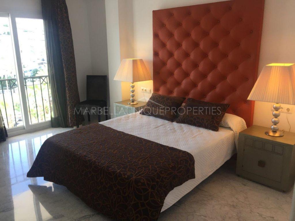 A spacious 2 bedroom apartment in Las Gaviotas Puerto Banús