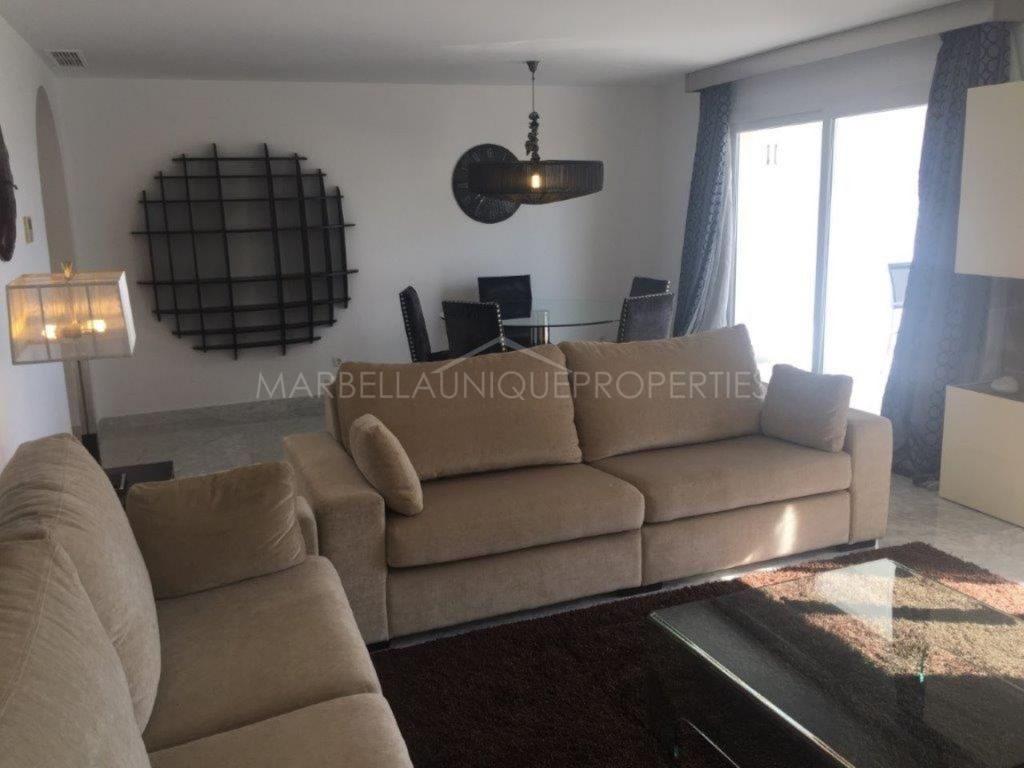 A spacious 2 bedroom apartment in Las Gaviotas Puerto Banús