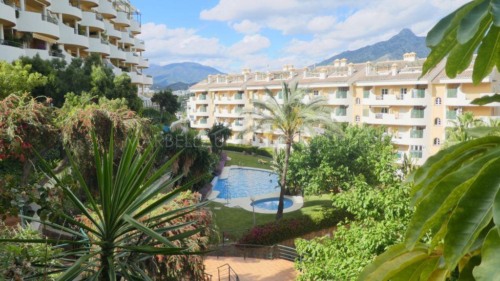 Un encantador apartamento de 2 habitaciones en Señorio de Aloha, Nueva Andalucia