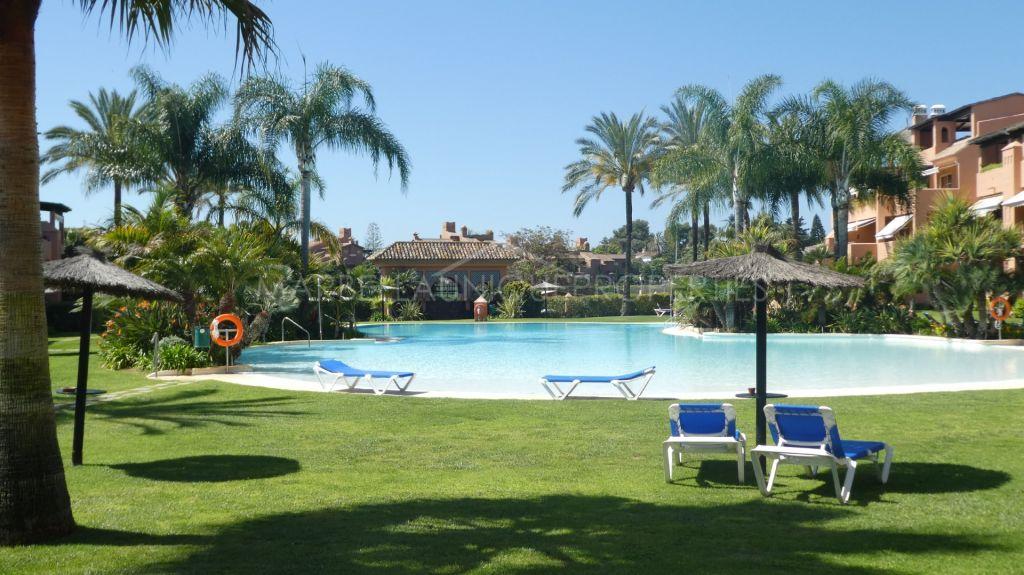 A spacious 3 bedroom duplex penthouse in Alhambra del Golf, Estepona
