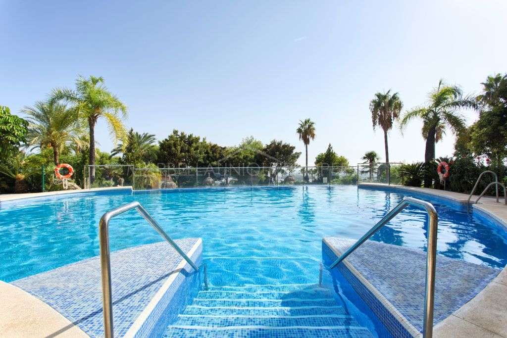 A beautiful 2 bedroom apartment with great location in Magna Marbella, Nueva Andalucia