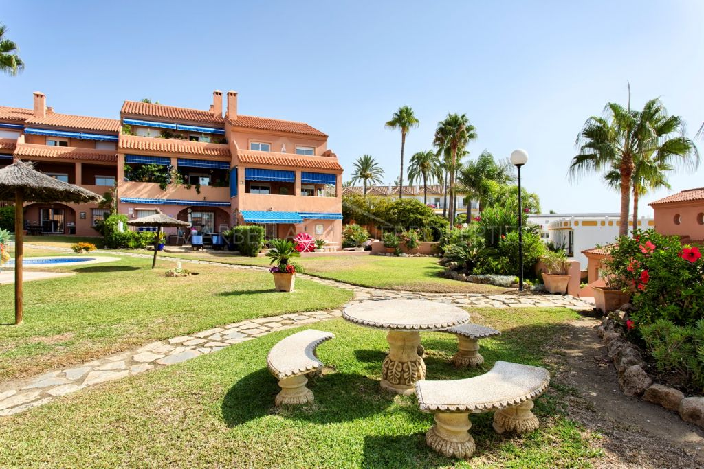 A Beach front 2 bedroom duplex penthouse with panoramic sea view in La Gaspara, Estepona