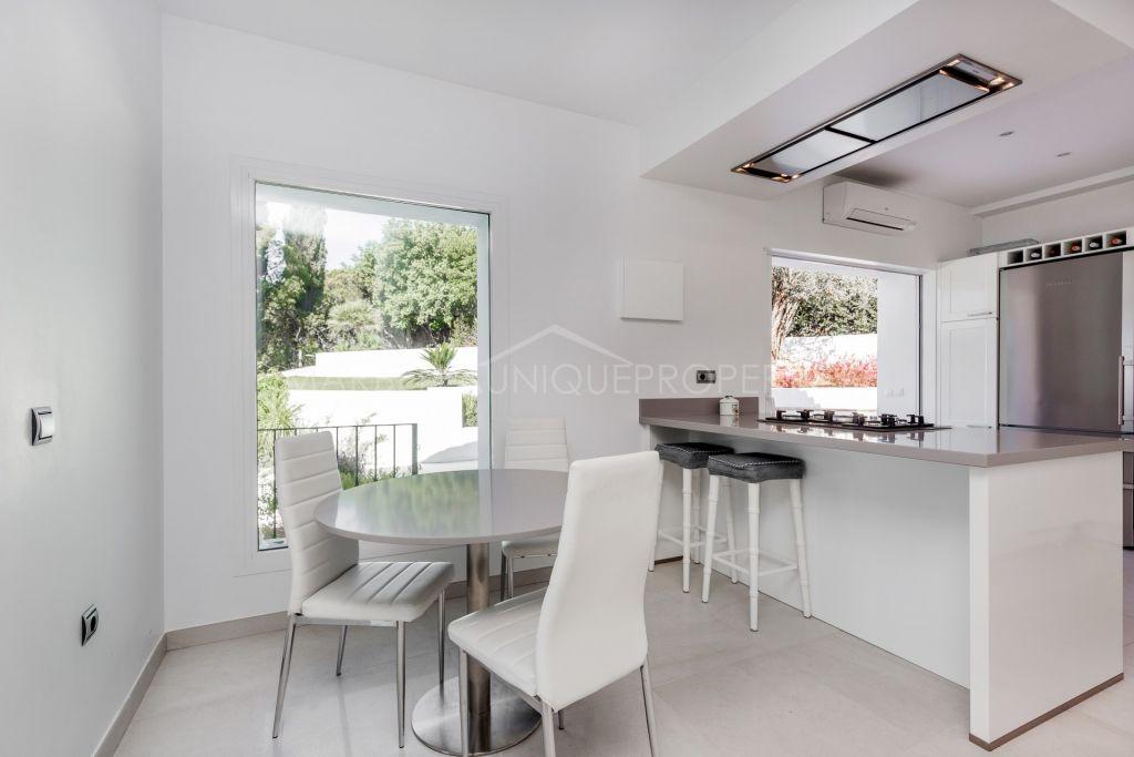 Stunning, fully renovated 5 bedrooms villa in El Rosario, Marbella East