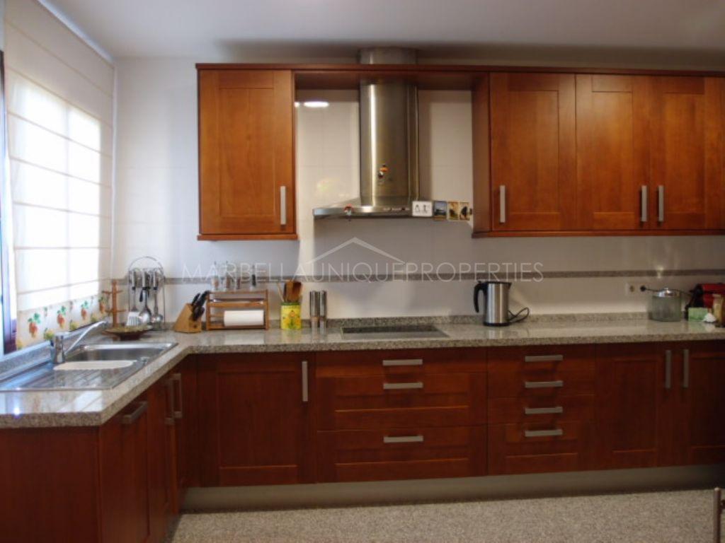 Splendid 3 bedroom apartment with amazing terrace in Las Nayades , Estepona